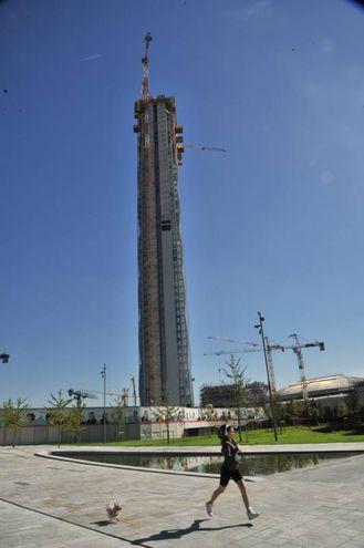 Torre isozaki ecco il panorama mozzafiato del grattacielo for Come leggere i piani del cantiere