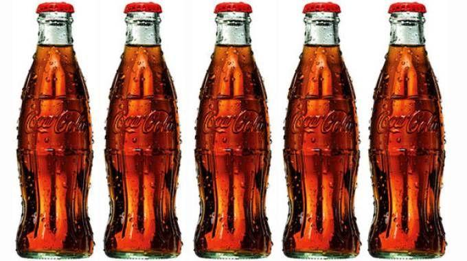 """""""Contour bottle"""" di Coca-Cola compie 100 anni"""