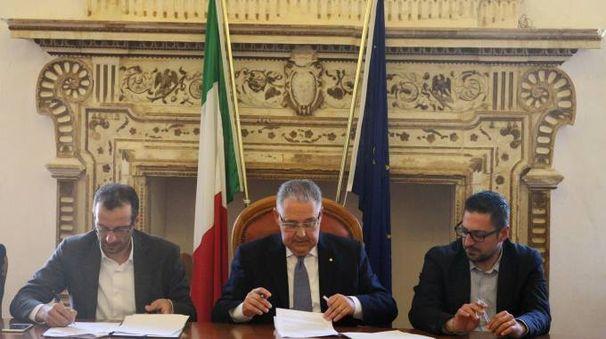 Pesaro: il sindaco Ricci, il prefetto Pizzi e il presidente della Provincia Tagliolini siglano l'accordo sui profughi