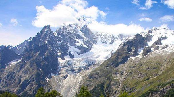Uno scorcio delle Alpi (Ansa)