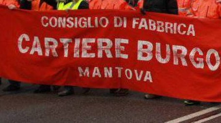 Una protesta sindacale da parte dei lavoratori della cartiera ex Burgo