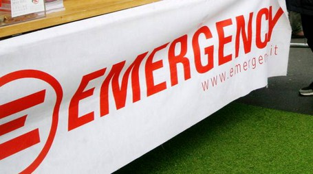 Striscione di Emergency