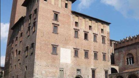 SENZA IMPALCATURE Palazzo del Podestà com'era prima del 2012