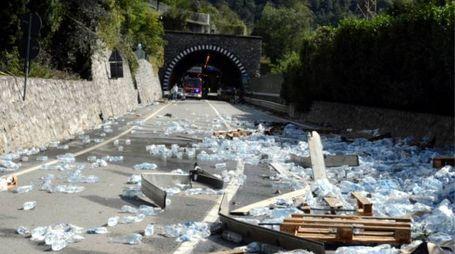 Le migliaia di bottiglie cadute sulla strada (Cardini)