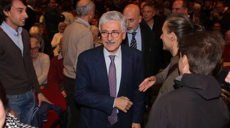 "Massimo D'Alema all'ObiHall di Firenze per l'incontro sul ""No"" al referendum (Press Photo)"