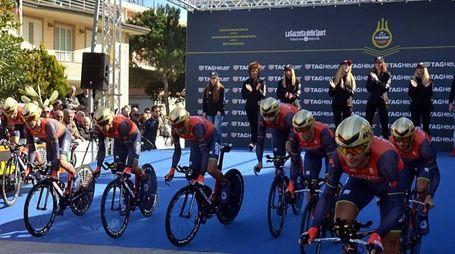 La Bahrain Merida, squadra di Vincenzo Nibali, al via