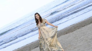Venezia 73, Barbara Palvin bellissima tra le onde