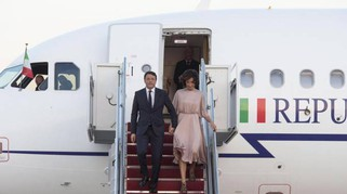 Agnese Renzi, pizzo verde alla Casa Bianca. Eleganza firmata Valentino