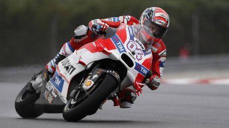 Andrea Dovizioso (Ducati) sul circuito di Sepang (Ansa)