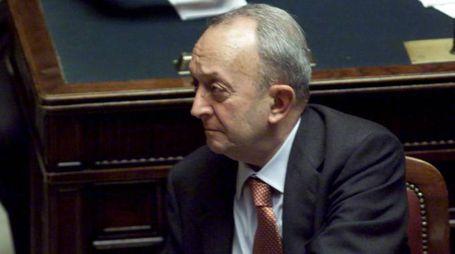 Tullio De Mauro nel 2000 in Parlamento: allora era ministro dell'Istruzione (Ansa)