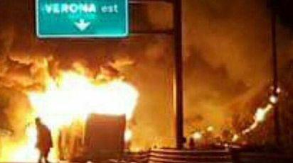 Incidente A4, il bus in fiamme (Ansa)