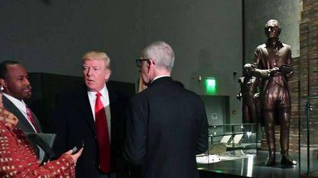 Trump in visita al museo afro-americano