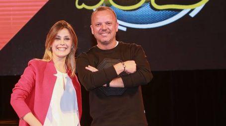 Gigi D'Alessio con Fatima Trotta, al suo fianco in tv (LaPresse)
