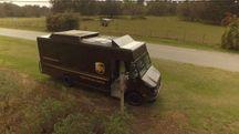 Il drone che si stacca dal furgone UPS per la consegna - foto UPS