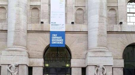 Borsa: Milano chiude in calo, -0,83%