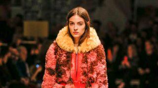 Milano Fashion Week, la casa delle donne di Prada tra seduzione e lotta