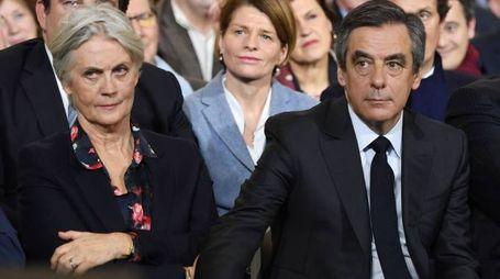 Franscois Fillon con la moglie Penelope  (Afp)