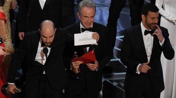 Oscar 2017, nella notte della politica trionfa (con gaffe) l'amore gay di Moolight