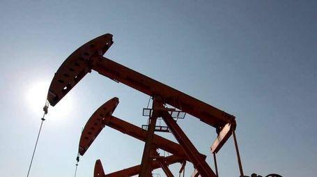 Petrolio: chiude in lieve rialzo a Ny