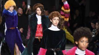 Tocco pop e colorato, Simonetta Ravizza reinventa il visone
