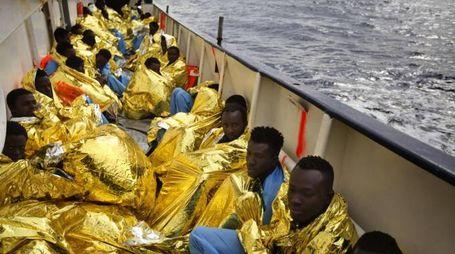 Alcuni migranti salvati nel Mediterraneo (Ansa)