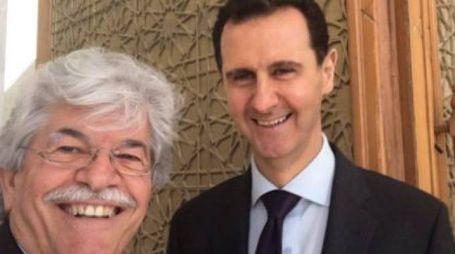 Razzi in Siria: posta un selfie con Assad