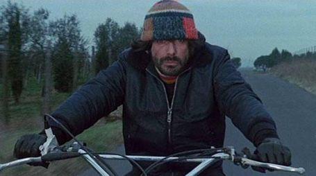 """Tomas Milian nel ruolo di Nico Giraldi in """"Squadra antiscippo"""" del '76 (Ansa)"""