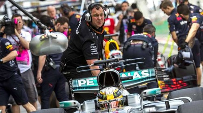 F1, Hamilton vola in prime libere