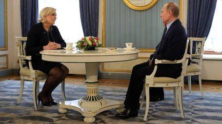Mosca, Marine Le Pen in visita a Putin (Afp)