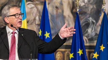 Jean Claude Juncker con le dita macchiate d'inchiostro (ImagoE)