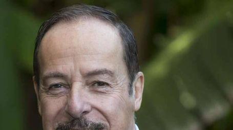 Infarto Massimo Lopez: medici, è stabile