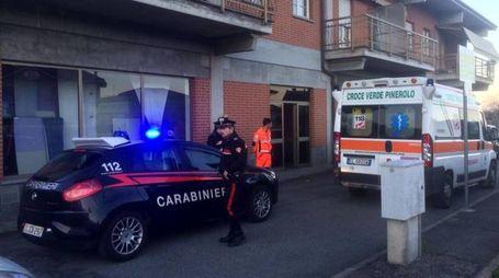 Pinerolo, accoltalla la moglie e chiama i carabinieri (Ansa)