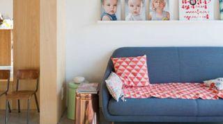 Una casa colorata per una famiglia moderna