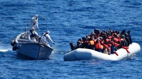 Migranti alla deriva nel Mediterraneo (Ansa)