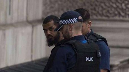 Londra, fermato con coltelli, terrorismo