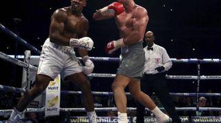 Boxe, Joshua Mondiale nei pesi massimi. Klitschko ko a Wembley