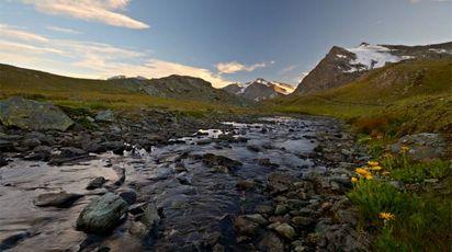 Tramonto sulle Alpi – Foto: fbxx/iStock