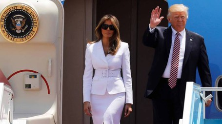 Donald e Melania Trump sull'Air Force One (Lapresse)