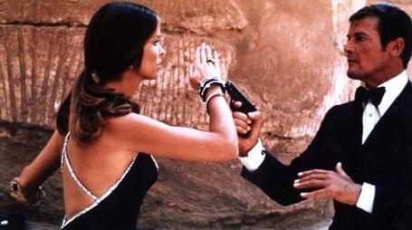 Roger Moore e Barbara Bach in La spia che mi amava - foto ZUMA-SONY PICTURES