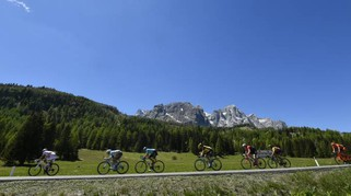 Giro d'Italia 2017, tappa 19: Quintana maglia rosa