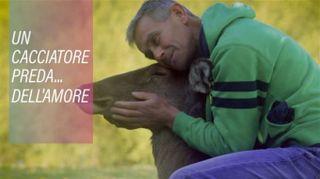 Uomo e cerbiatto: un'incredibile storia d'amore