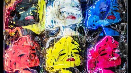 Marilyn x 6 , Tecnica mista su tavola, neon e plexiglas (PMMA) combusto 250x180x14 cm