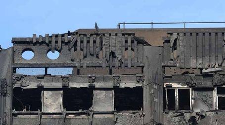 Incendio Londra: anmeno 70 morti