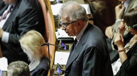 Luigi Zanda in Senato durante discussione mozioni sui vertici Consip (Ansa)