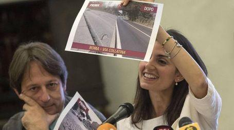 Virginia Raggi  durante la conferenza stampa sul primo anno di lavoro (Ansa)