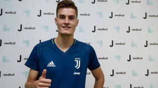 Juventus, visite mediche per Patrik Schick