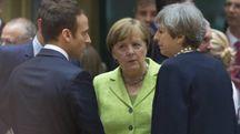 Da sin. Emmanuel Macron, Angela Merkel e Theresa May (Ansa)