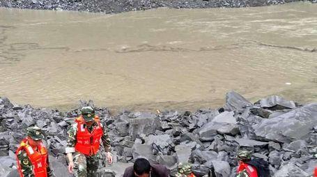 Cina: frana, 141 persone sepolte vive