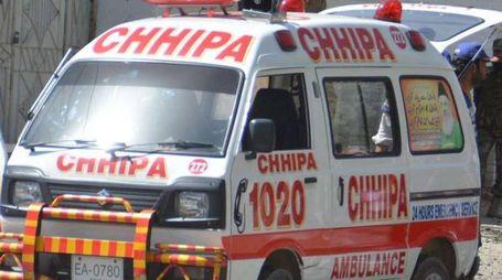 Ambulanza in Pakistan (Ansa)