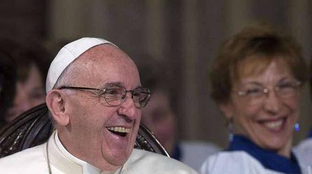 Papa: prega per cinesi colpiti da frana